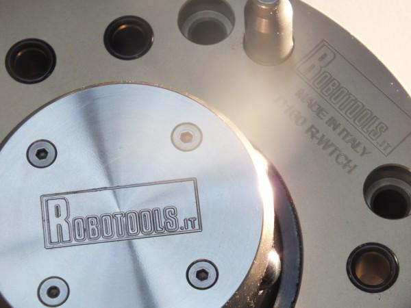 Robotools robotic devices Torino Italia. Progettazione cambi pinze per macchine utensili