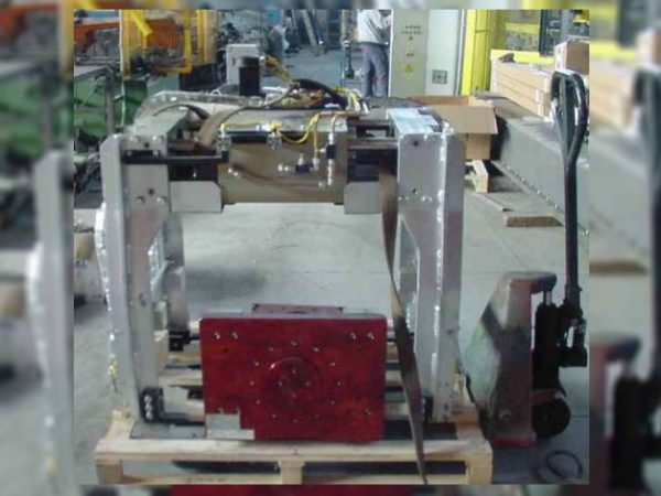 Robotools Srl. robotic devices. Pinza RTW 110/300 corsa 150+150mm. portata 400 Kg
