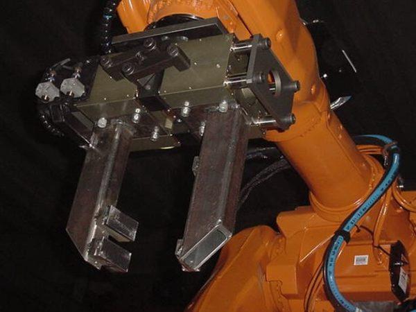Robotools Srl robotic devices. Pinze per fonderie ed ambienti gravosi
