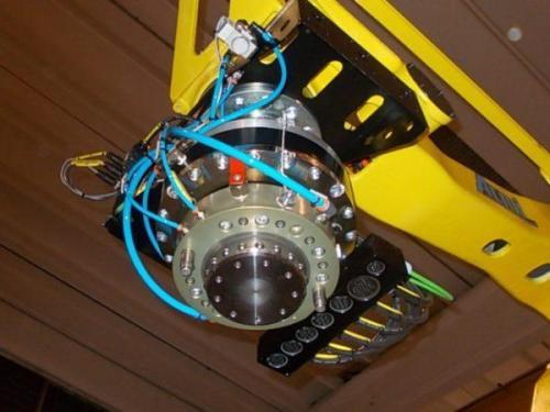 Robotools robotic decices Turin. Anticollisione modello RAC DN 350, in abbinamento a cambio pinza con di portata di 700 Kg.