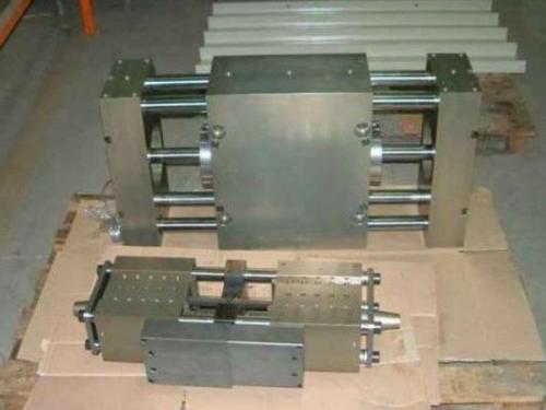 Pinze fonderia: pinze a chiusura parallela rtf-160-50 e rtw-110-300.  Robotools robotic devices Torino
